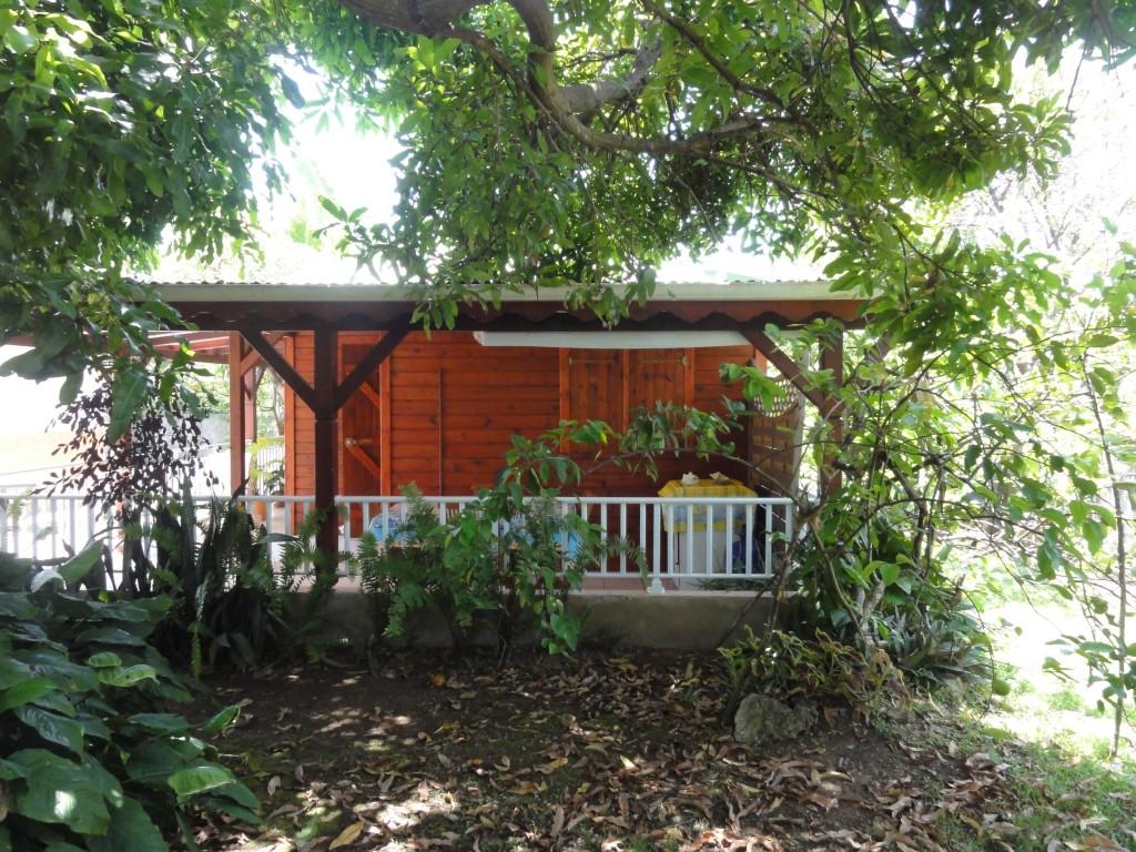 La cabane de germaine un joli bungalow r cent for Cabane au fond du jardin